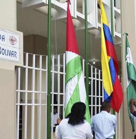 Izado de banderas en  nueva zona en el primer acto cívico del año