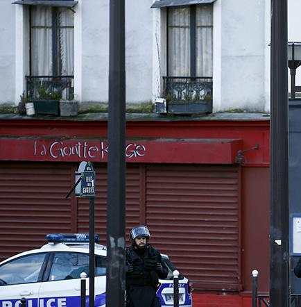 Matan a presunto terrorista en una comisaría