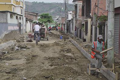 Contentos con arreglo de calle Benjamín Carrión