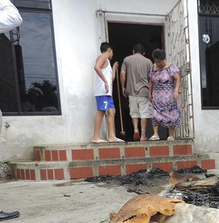Controlan incendio en casa antes de que se extienda