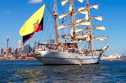 El buque Escuela Guayas entró en la bahía de Sídney