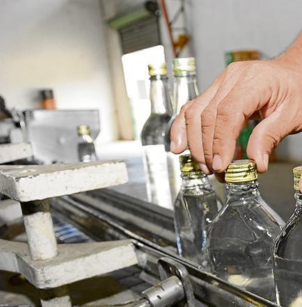 Alcohol ilegal se toma el mercado