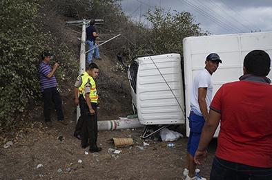 Ocupantes de un camión  salen ilesos tras accidente