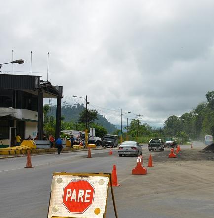 Peaje de la vía Santo Domingo-Alóag fue derrocado