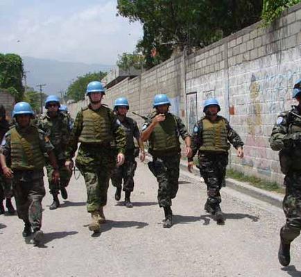 Manifestantes y policía chocan ante Parlamento haitiano en inicio legislatura