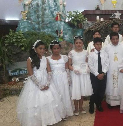 42 niños hacen su primera comunión