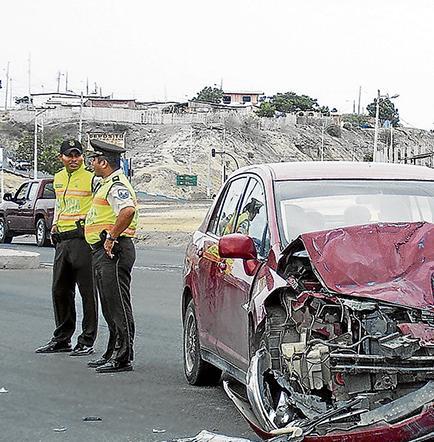 Auto y bus urbano chocaron en la vía Circunvalación