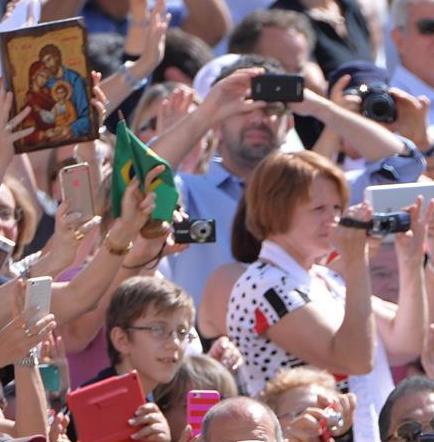 El papa pide vencer el miedo y continuar acogiendo a los inmigrantes