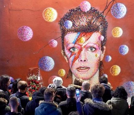 Bowie reveló hace un año a sus colaboradores que padecía cáncer de hígado