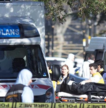 10 muertos y 15 heridos deja atentado en centro turístico de Estambul