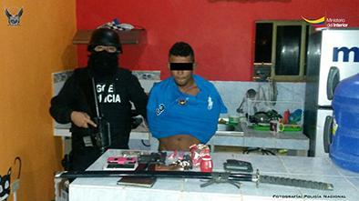 Los detienen con drogas y armamento