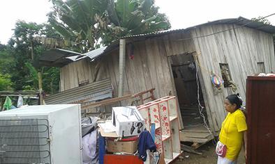 Una casa se desploma  y deja a tres de sus  habitantes con heridas
