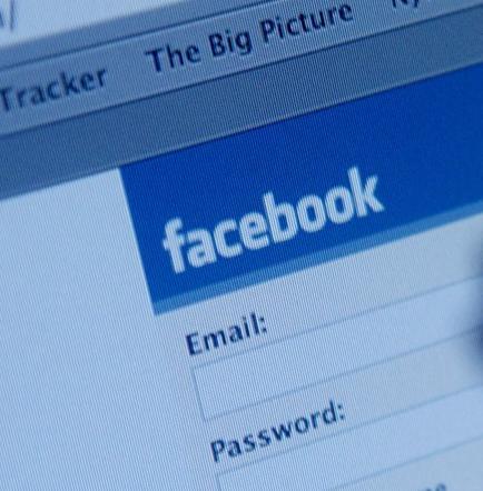 Joven noruega encuentra por Facebook a su padre biológico en Túnez