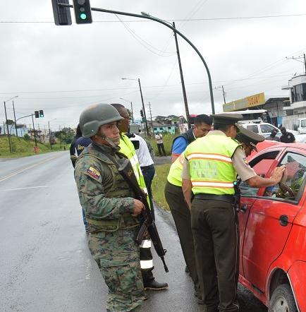 Dos personas detenidas dejó un operativo en la avenida Los Colonos de Santo Domingo