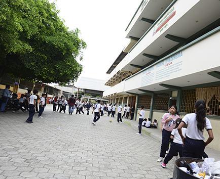 600 estudiantes deben ser reubicados