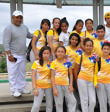 Estudiantes recorren las instalaciones de federación deportiva