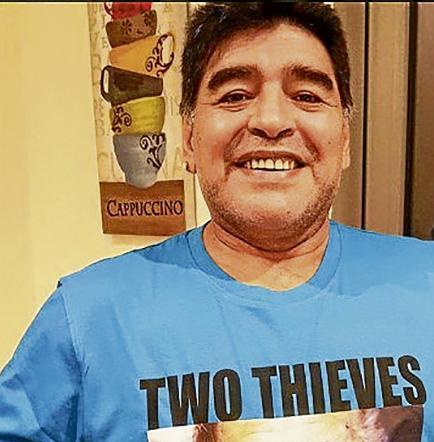 Maradona vuelve a arremeter