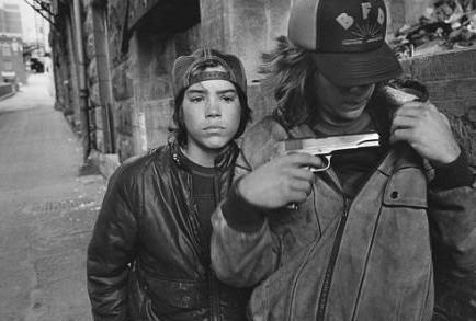 Un hijo de Beckham genera polémica al publicar foto de un arma en Instagram