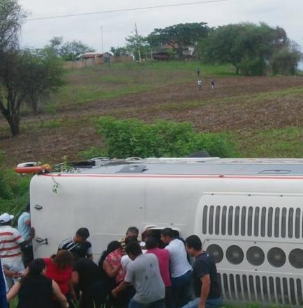 Dos muertos tras accidente de tránsito en la vía La Cadena - Pedro Carbo