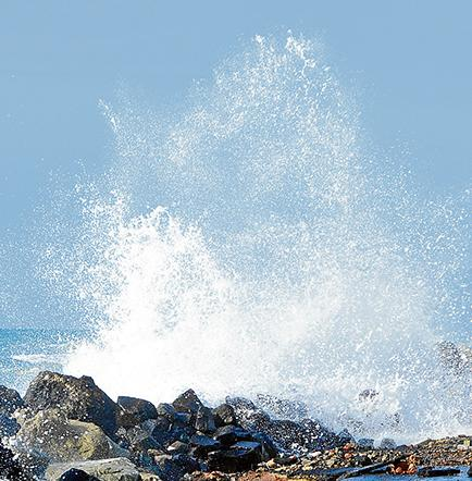 El mar se acerca y señala a los nuevos muelles
