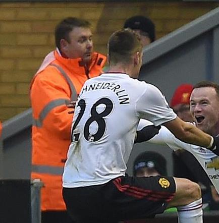 El Manchester  United se lleva el clásico inglés gracias a De Gea y Rooney