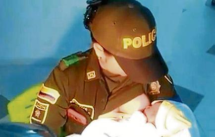 Mujer policía le salva la vida a una bebé