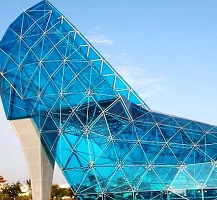 Construyen iglesia en forma de un zapato