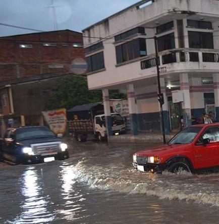 Lluvia causa problemas en algunos cantones