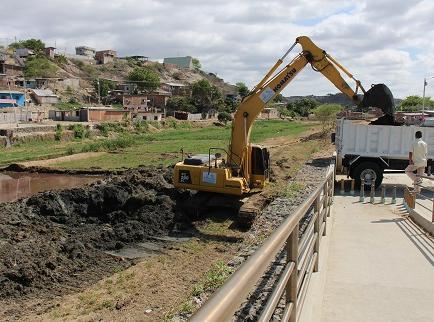 Empezó el desazolve del río Manta
