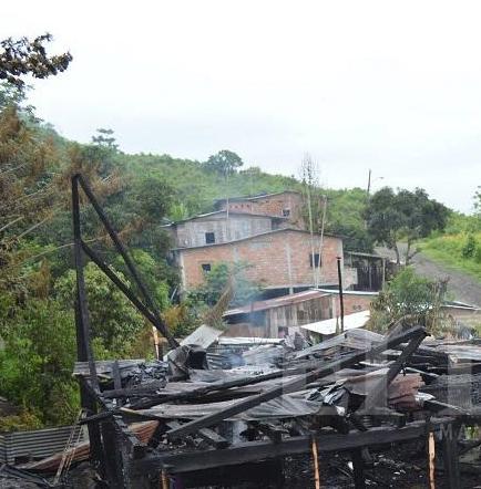 Hombre de 75 años muere quemado en un incendio