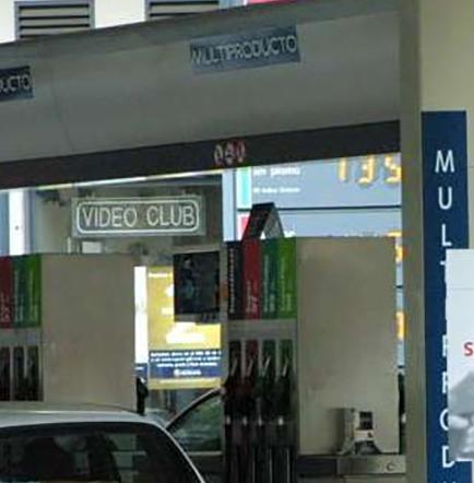 Olvida a su esposa en gasolinera