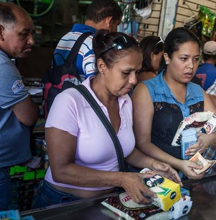 Canasta alimentaria venezolana aumentó un 443,2% en 2015