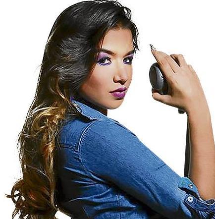 La manabita Janann Velasco lanza su video musical 'Dile a él'