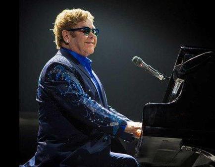 Elton John dará menos conciertos en el futuro para centrarse en su familia