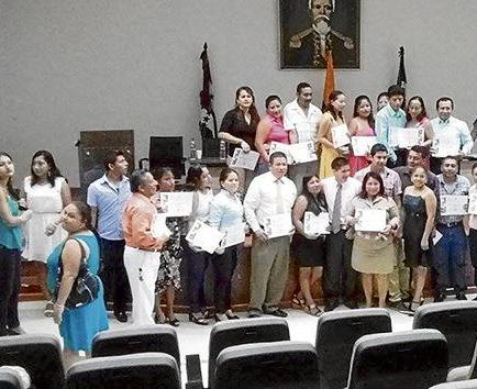 50 personas recibieron  certificado por culminar  un taller informático