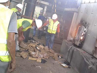 Queman tres toneladas  de droga de submarino que llegó a Manta