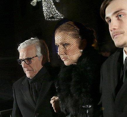 Centenares de personas acompañan a Céline Dion en el funeral de su esposo