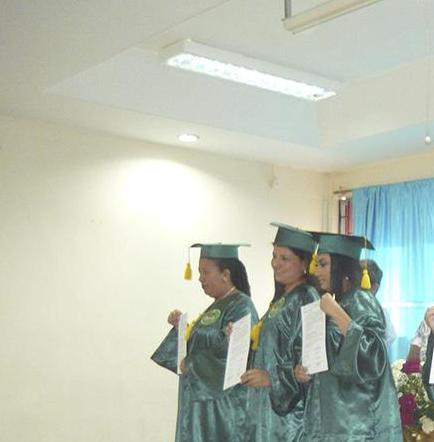Gradúan a 9 profesionales
