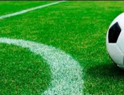 Mexicano aleja a jóvenes del crimen con clases de fútbol