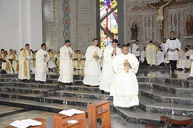 Fueron ordenados ayer  5 nuevos sacerdotes en una ceremonia religiosa