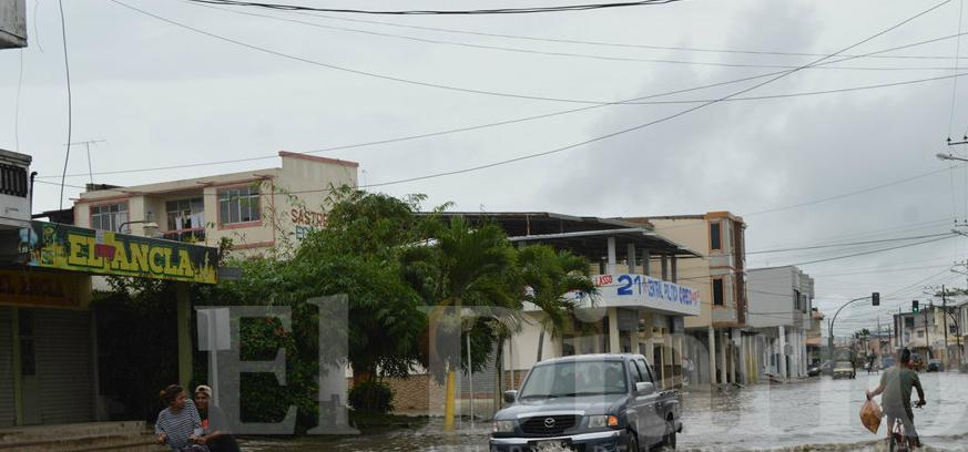 12 horas de lluvias provoca inundaciones y deslaves en Manabí