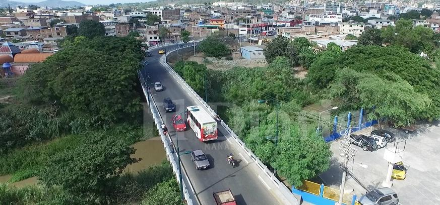 Vista aérea de los puentes que 'desahogan' a Portoviejo