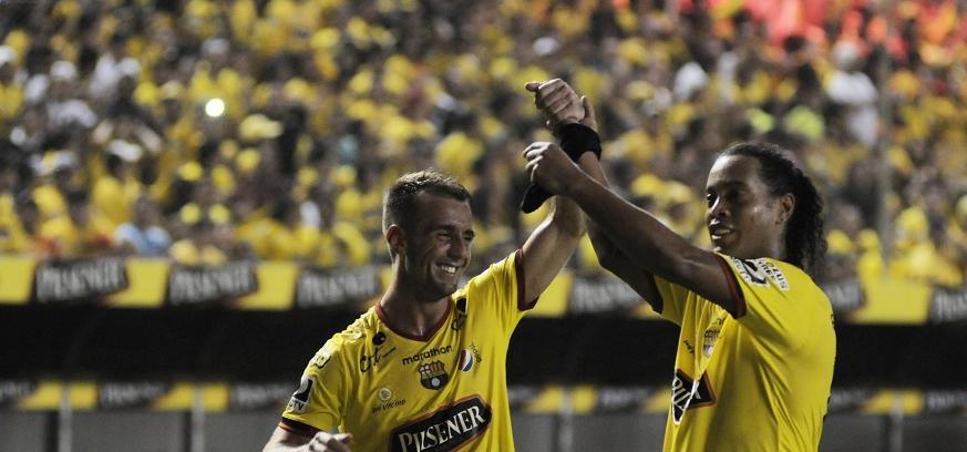 ¡INOLVIDABLE! Barcelona goleó 4-3 a San Martín con asistencias de Ronaldinho