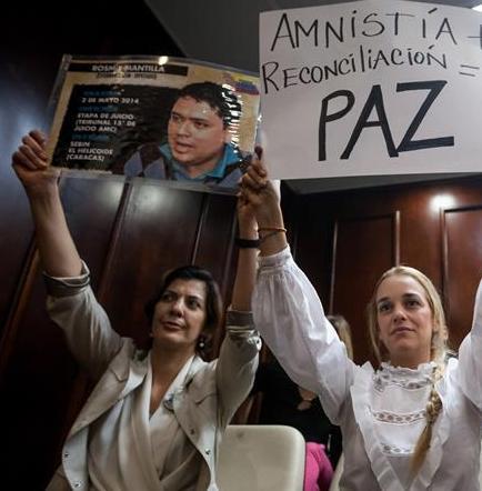 Esposa de Leopoldo López dice que ley de amnistía traerá la paz a Venezuela