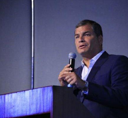 Correa cesó anticipadamente al Alto Mando militar