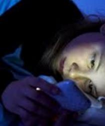 Crean gafas para que el smartphone no quite el sueño