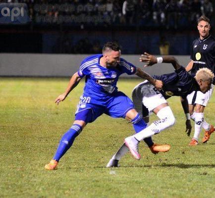 Emelec y U.Católica empataron en la primera fecha del torneo