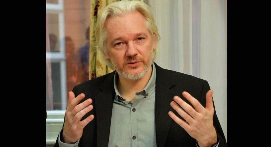 Canciller Patiño dice que 'es tiempo de que dejen libre a Julian Assange'
