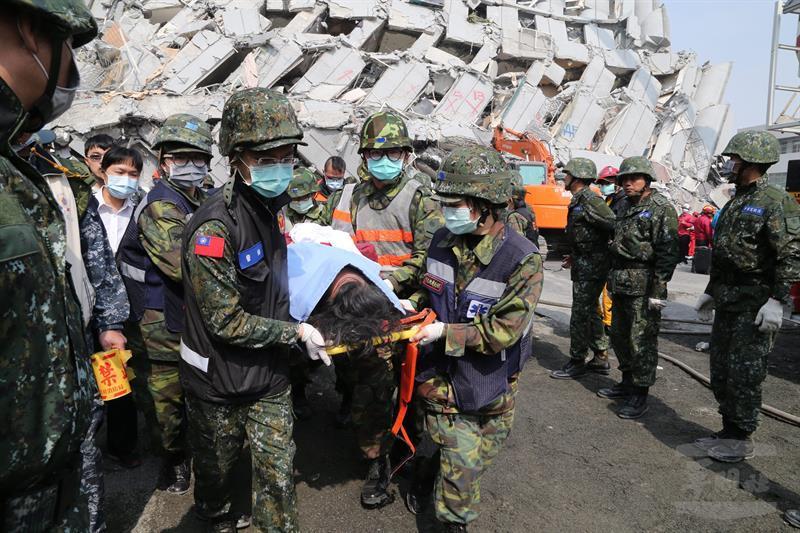 Sismo en Taiwán deja 13 muertos y asuela a la isla antes del Año Nuevo Lunar