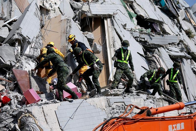 Suben a 23 los muertos y a 120 los desaparecidos en el terremoto de Taiwán